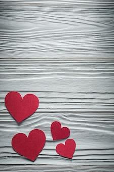 Kolekcja serc czerwony papier na desce