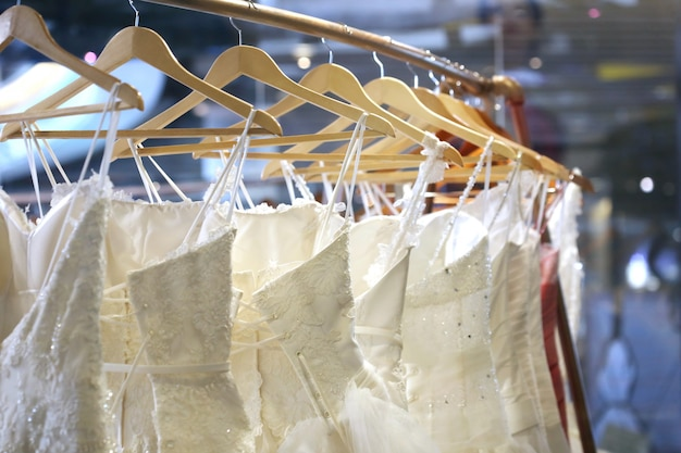 Kolekcja sukien ślubnych w sklepie