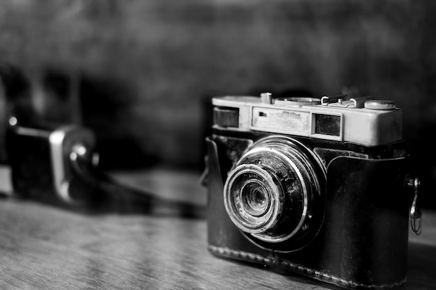 Kolekcje klasyczna i stara kamera filmowa.