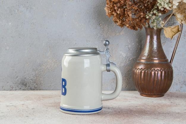 Kolekcjonerski ceramiczny kubek piwa w stylu vintage