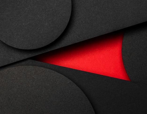 Koło czarnych i czerwonych warstw papieru