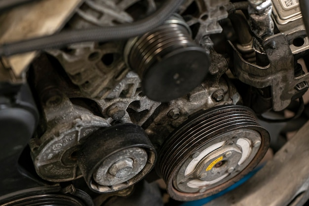 Koło pasowe w silniku samochodu 4