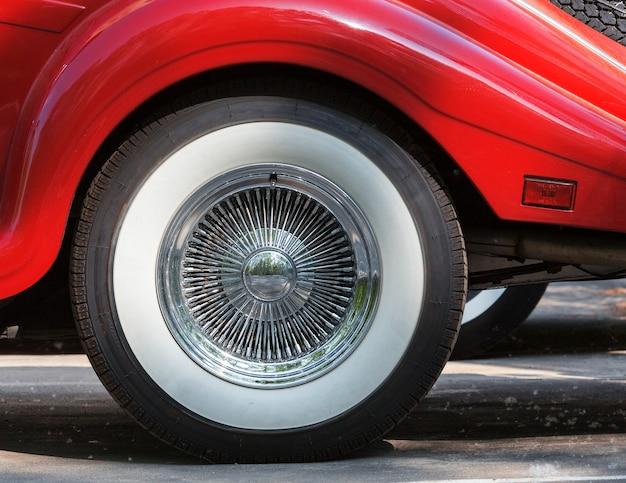 Koło samochodu retro