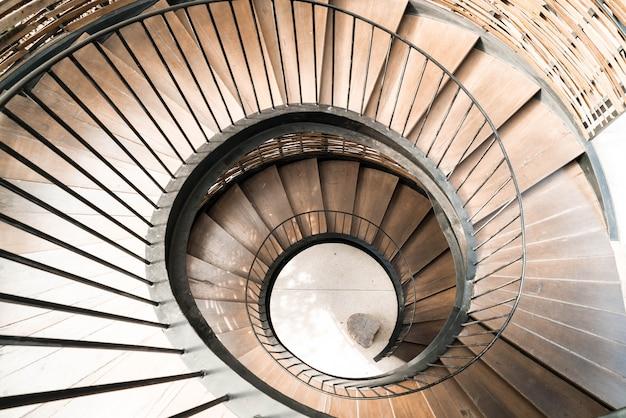 Koło spiralne wnętrze dekoracji schodów