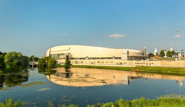 Kołomna, federacja rosyjska - 28 lipca 2017: centrum łyżwiarstwa szybkiego kołomna i rzeki kolomenka