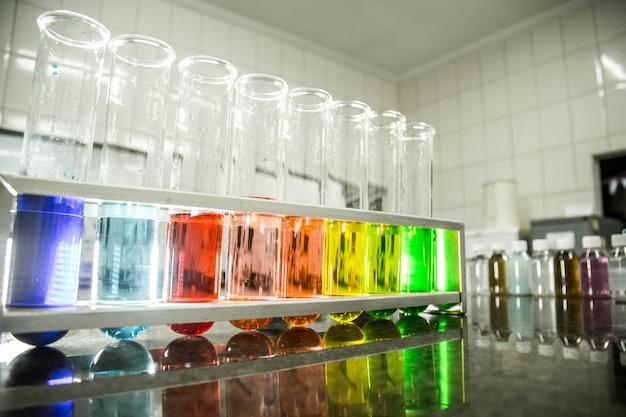 Kolor chemiczny zlewki płynnej