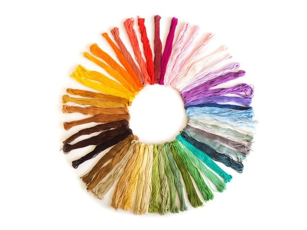 Kolor haftu krzyżykowego na białym tle. kolorowa tkanina.