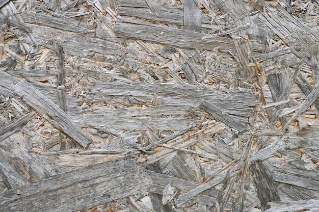 Kolor sklejki szary. tekstura tło postarzanego arkusza sklejki z fragmentami sprasowanych trocin