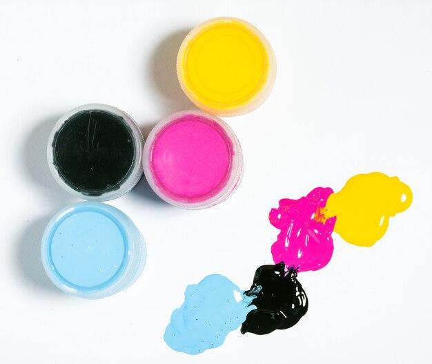 Kolor tła cmyk na białym