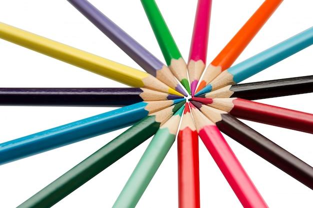 Kolorów ołówki, stubarwni ołówki odizolowywający na bielu