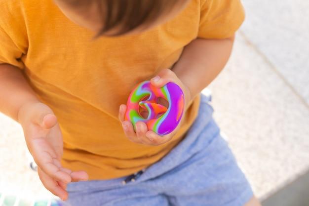 Kolorowa antystresowa zabawka sensoryczna fidget push pop to w małych dłoniach antystresowa modna zabawka pop it tęczowa sensoryczna fidget nowe modne silikonowe zatrzaski do zabawek