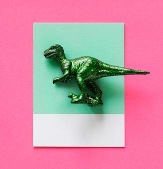 Kolorowa i urocza miniaturowa figurka dinozaura