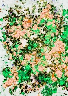 Kolorowa jasnopomarańczowa zielona woda