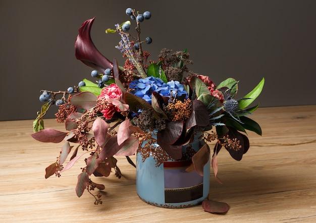 Kolorowa kompozycja kwiatów