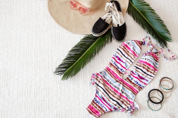 Kolorowa moda damska letnia odzież płaska.