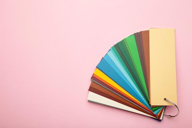 Kolorowa paleta tekturowa, katalog papierowy