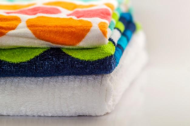Kolorowe bawełniane ręczniki kąpielowe