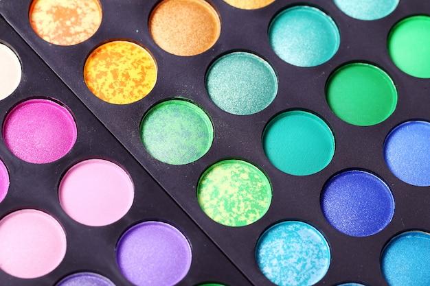 Kolorowe cienie do powiek