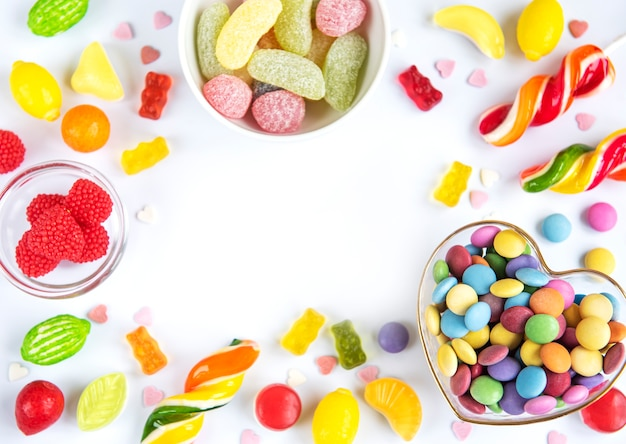 Kolorowe cukierki, galaretki i marmolada