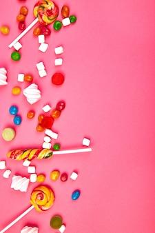 Kolorowe cukierki na różowo