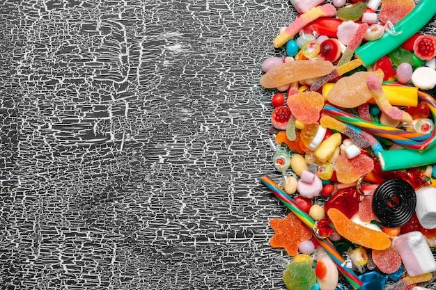 Kolorowe cukierki na stare