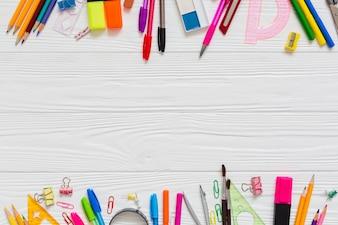 Kolorowe długopisy i ołówki