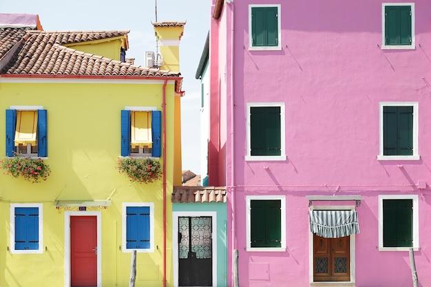 Kolorowe domy na wyspie burano, wenecja, włochy
