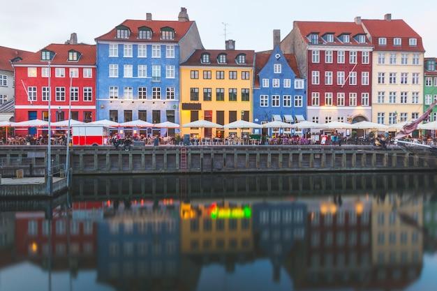 Kolorowe domy w starym mieście w kopenhadze