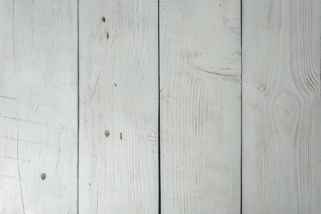Kolorowe drewniane deski z pęknięciami i zadrapaniami, stołem lub fakturą