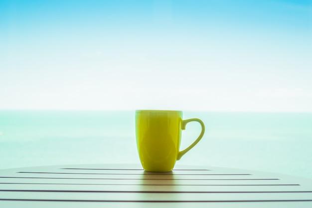 Kolorowe filiżanki kawy