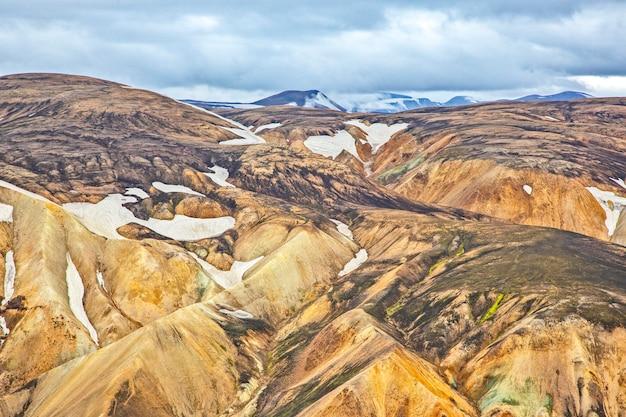 Kolorowe góry wulkanicznego krajobrazu landmannalaugar