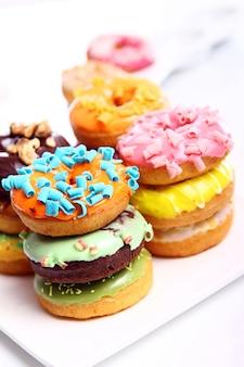 Kolorowe i smaczne pączki