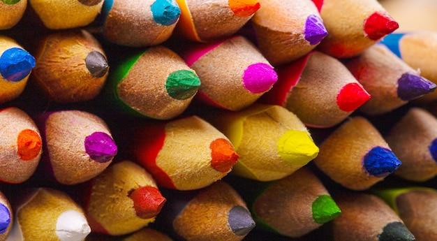 Kolorowe kredki do temperowania