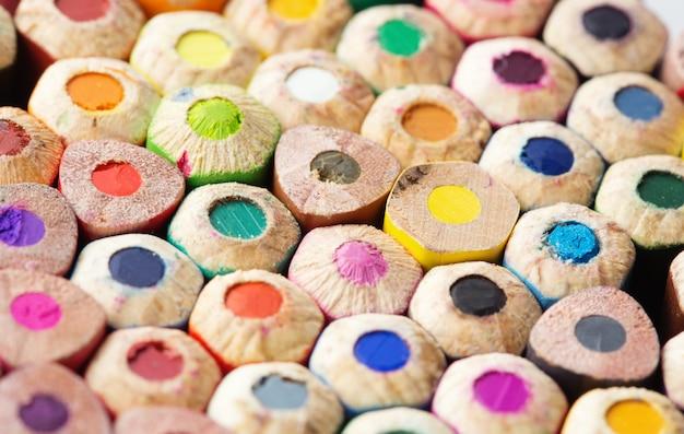 Kolorowe kredki z bliska zdjęcie