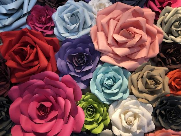 Kolorowe kwiaty róży kwiaty papieru sztuki rzemiosła
