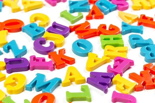 Kolorowe litery alfabetu zabawki
