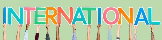 Kolorowe litery tworzące słowo międzynarodowe