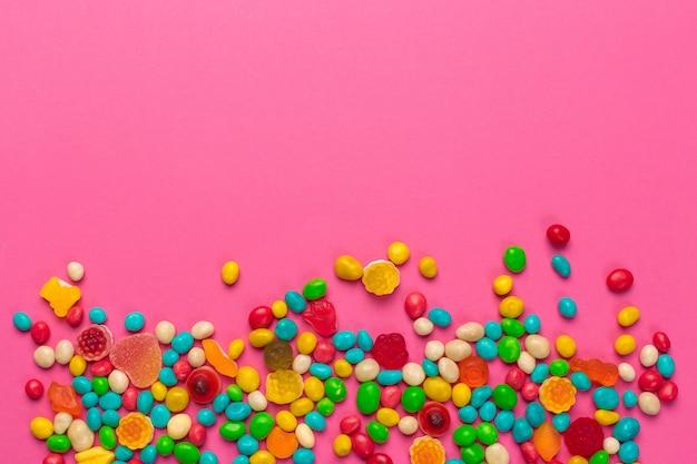 Kolorowe lizaki na różowo