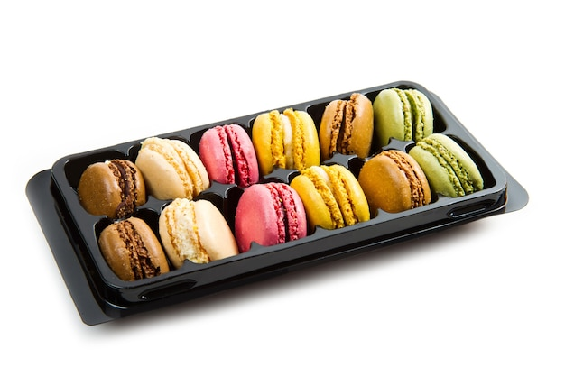 Kolorowe makarony w czarnym pudełku