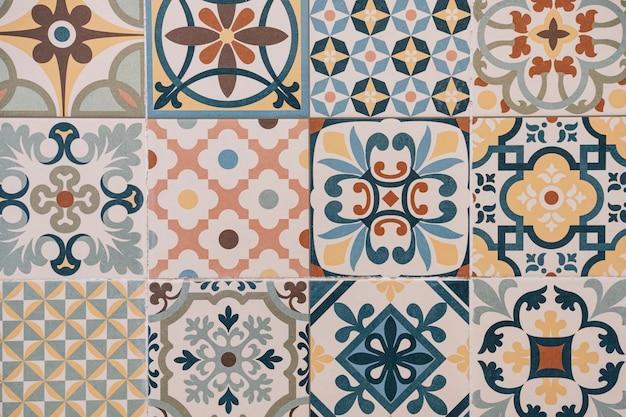Kolorowe marokańskie kafelki na tle