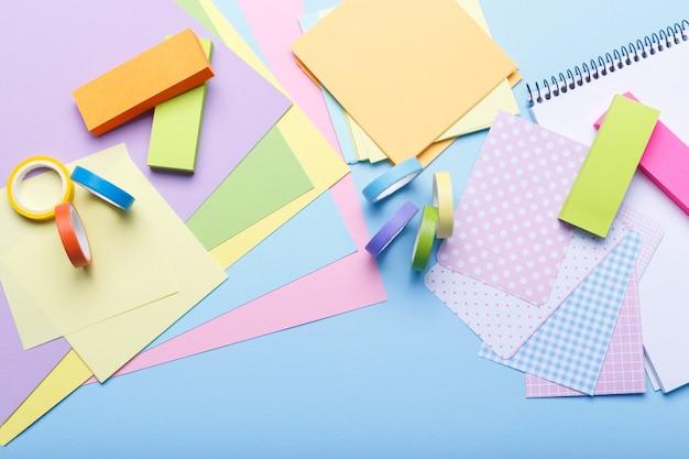 Kolorowe materiały stacjonarne