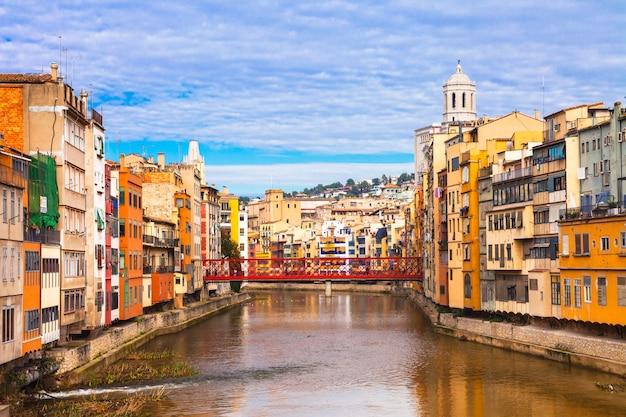 Kolorowe miasto w pobliżu barcelony