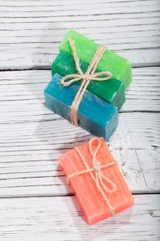 Kolorowe mydło w różnych kolorach