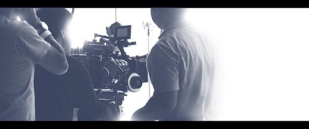Kolorowe obrazy zakulisowego zespołu ekipy produkcyjnej i sprzętu kamery wideo hd
