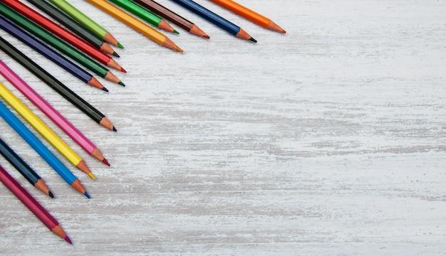 Kolorowe ołówki szkolne