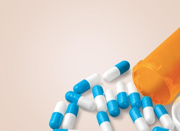 Kolorowe pigułki i tabletki na tle