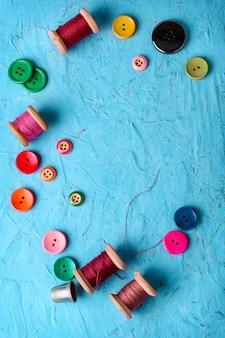 Kolorowe plastikowe guziki