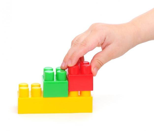Kolorowe plastikowe klocki z ręką