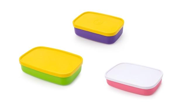 Kolorowe plastikowe pudełko na żywność na białym tle