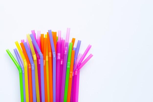 Kolorowe plastikowe słomki